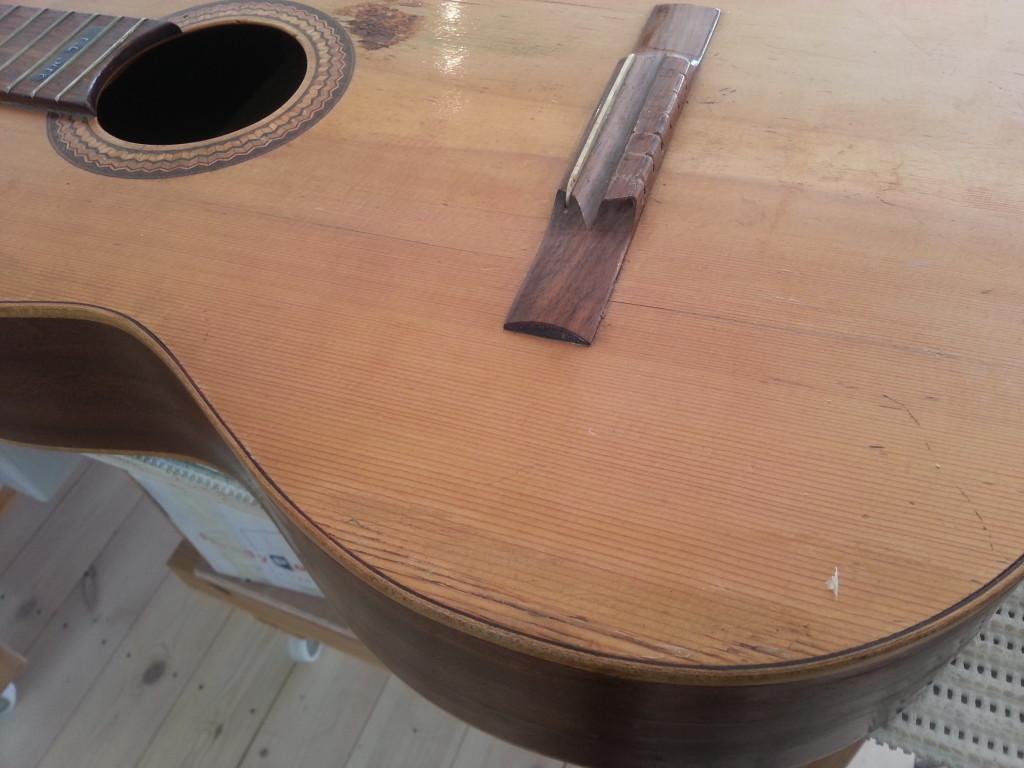 סדקים שוני בגיטרה