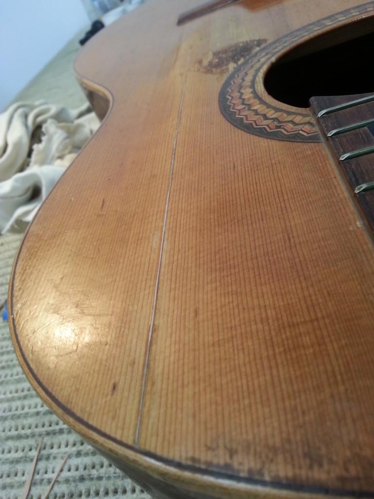 גיטרה רפאל שנת 71 הדבקה