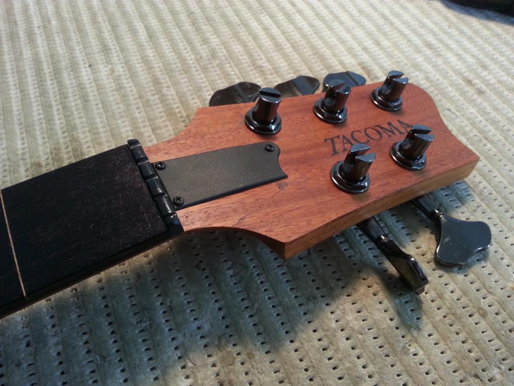 גיטרה בס של טקומה - תיקון שבר ראש