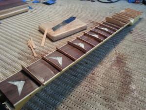פורניר עץ בגיטרה חשמלית