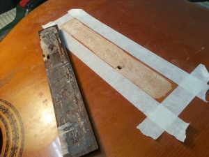 הדבקת גשר בגיטרה קלאסית